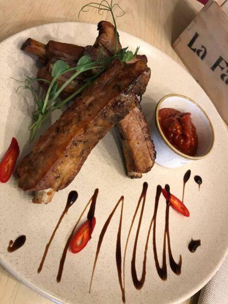 Ребра свинні з соусом барбекю